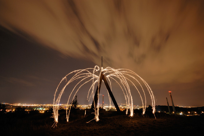 In the forty seconds during which this picture was taken, I used a sparkler to draw curves around a triangulation point. Nikon D200, Sigma 10–20 mm F4–5.6 EX DC HSM, 40 s, F5.6,ISO 100, focus 10 mm. Photo: Ivo Prümmer