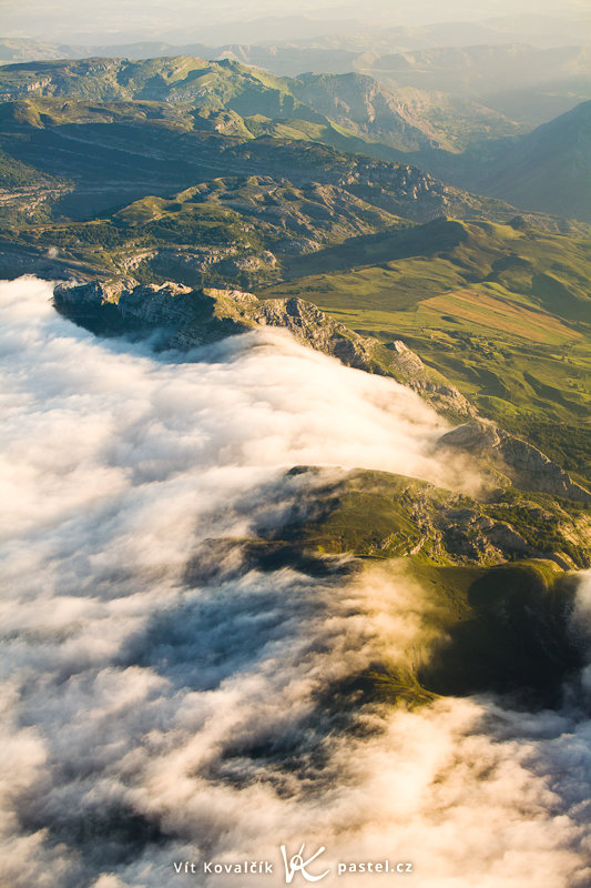 This beautiful view of the mountains of Spain was made possible by a dawn flight—this shot was taken at 7:20, just before landing. Canon 5D Mark II, Canon 70–200mm F2.8 IS II, 1/400 s, F5.0, ISO 400, focus 70 mm. Photo: Vít Kovalčík