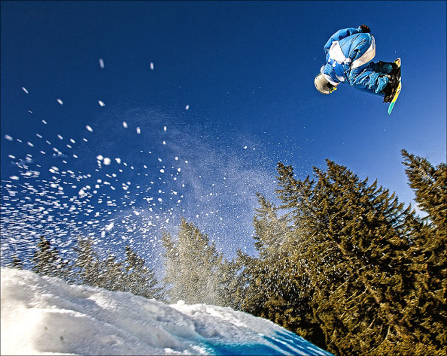 A snowboarder's jump, photographed with a 17mm lens. (Photo: Majo Eliáš)